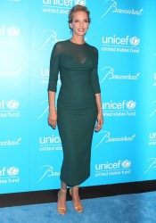 Ума Турман, фото 1101. Uma Thurman - 2011 UNICEF Snowflake ball in NYC, november 29, foto 1101