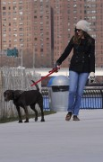 Энн Хэтэуэй, фото 5942. Anne Hathaway 'Walking her dog in Brooklyn', february 5, foto 5942