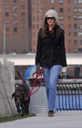 Энн Хэтэуэй, фото 5941. Anne Hathaway 'Walking her dog in Brooklyn', february 5, foto 5941
