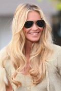 Эль Макферсон, фото 1081. Elle MacPherson at The Grove to appear on the programme 'Extra', february 20, foto 1081