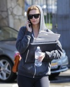 Миша Бартон, фото 10528. Mischa Barton - shopping and at a car wash in California 02/23/12, foto 10528