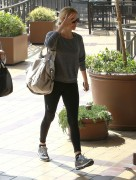 Шарлиз Терон, фото 6153. Charlize Theron and her friend leaving a gym after a work out in Hollywood,Feb26, foto 6153