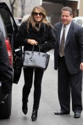 Элизабет Харли, фото 2330. Elizabeth Hurley leaving a restaurant in NYC 01.03.12, foto 2330